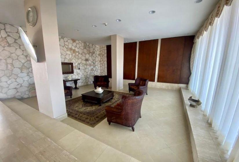 BISHOP'S ROAD, 1 Bedroom Bedrooms, ,1 BathroomBathrooms,Condo,For Rent,BISHOP'S ROAD,44392